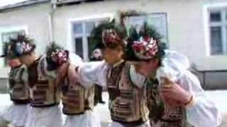 getlinkyoutube.com-Christmas folk dance from Ucea de Sus village, Romania