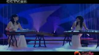 getlinkyoutube.com-Guzheng Duet: 袁沙 袁莉 - 春江花月夜 Moonlight On Spring River