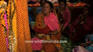 getlinkyoutube.com-Uttarakhandi women go into trance
