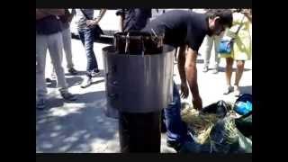getlinkyoutube.com-Parma, 18 luglio 2013: Dimostrazione stufa ELSA con produzione di biochar da paglia