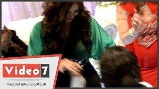 بالفيديو..الفنانة إيناس عز الدين ترقص مع نجلها بحفل زفاف شقيقها