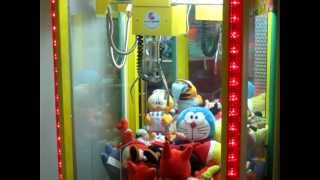 getlinkyoutube.com-Mondogiochi Gru Candy Crane.MOV