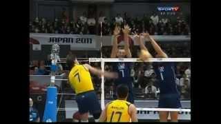 getlinkyoutube.com-FIVB Volleyball Men's World Cup 2011 #17 ITAvsBRA Zaytsev's serve