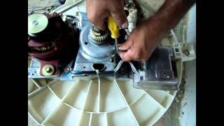 getlinkyoutube.com-Maquina de lavar Electrolux-desmontagem