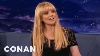"getlinkyoutube.com-Melissa Rauch's Accidental ""Big Bang Theory"" Masturbation Scene"