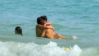 Cristiano RONALDO Caught Having Sex With His Girlfriend Inside The Beach!