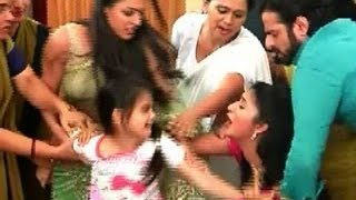 getlinkyoutube.com-Yeh Hai Mohabbatein::Sagun & Ishita open fight infront of police for Ruhi