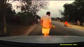 getlinkyoutube.com-รถชนคนขาขาด