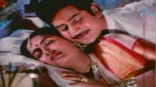 getlinkyoutube.com-Mudhu Mudhu Radha Romantic Video Song - Mahaa Manishi