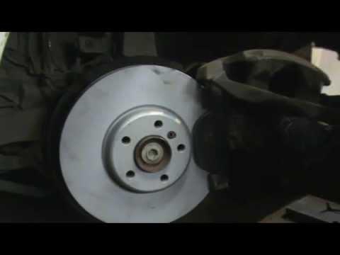 Где передние тормозные колодки у БМВ X7