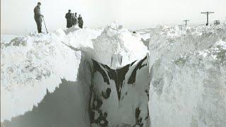getlinkyoutube.com-Train Hits and Dissect Snow Bank! Поезда Рассекают Снежные Сугробы!