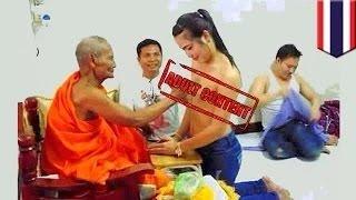 كاهن تايلندي يمد يده على صدور الفتيات اتضح أنه متحول جنسياً