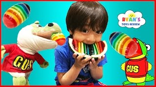 getlinkyoutube.com-Hide and Seek Playing Chase with Gus The Gummy Gator! Kids playtime Rainbow Gummy Jello egg!