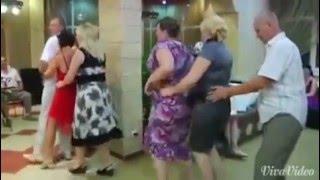 getlinkyoutube.com-Vallja e pinguinit (qeshni o milet)
