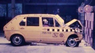 getlinkyoutube.com-1981 VW Rabbit/Golf | Frontal Crash Test by NHTSA | CrashNet1