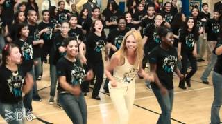Beyonce-surprises-students-Lets-Move-Flash-Workout-for-New-York-City width=