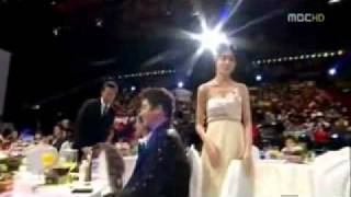 getlinkyoutube.com-Kim Nam Gil and Lee Yo Won (2009 MBC Best Couple Award) eng sub