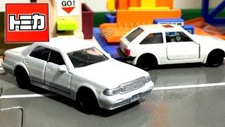 getlinkyoutube.com-トミカ ボロボロのトヨタ クラウンをツートンにペイントしました☆少しだけマツダ ファミリアもご紹介します☆ Tomica mini car Toy