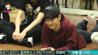 getlinkyoutube.com-Chen & EXO cute moment