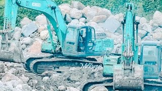 getlinkyoutube.com-Kobelco SK330 CAT 320D2 Excavator D85E-SS Dozer Dump Trucks Working
