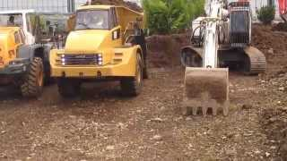 getlinkyoutube.com-AMAZING SOUND!!! RC TRUCK DUMPER CATERPILLAR 740 LEAVING THE RC CONSTRUCTION SITE