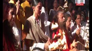 नवरात्र के मौके पर भक्ति में डूबी दीपिका पादुकोण ने की ऋषिकेश में गंगा आरती