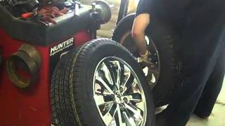 getlinkyoutube.com-Have you ever had your tires balanced using a road-force balancer?