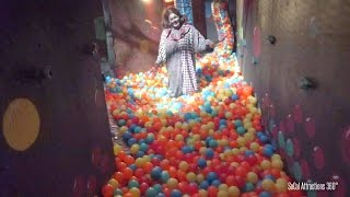getlinkyoutube.com-Haunted Circus Maze with Ball Pit Walk-through - Dark Harbor 2015