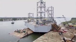 getlinkyoutube.com-Mammoet - How to put a 11,000 ton Jack Up from land into a shallow river