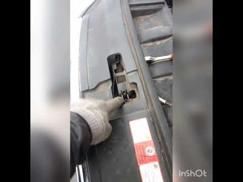 Расположение предохранителя заднего дворника у Audi SQ5