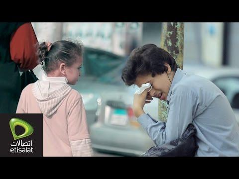 طفل يبكي بعد طرد المدرسة له بسبب المصاريف .. شوف رد فعل الناس