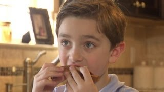 getlinkyoutube.com-Boy With Severe Food Allergy Can Only Eat 7 Foods | Good Morning America | ABC News