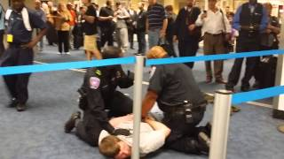 getlinkyoutube.com-DALLAS AIRPORT FIGHT CAUGHT ON VIDEO - 10/23/2014