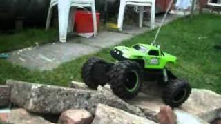 getlinkyoutube.com-Maisto RC Rock Crawler