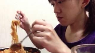 getlinkyoutube.com-三十路の食事風景...フライパンナポリタン大盛り