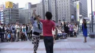 getlinkyoutube.com-大阪駅 ゲリラダンス フラッシュモブ 1 20120513
