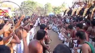 getlinkyoutube.com-Kunissery Kummatti 2015 - Panchavadyam (Edakaalam Kalaasam)