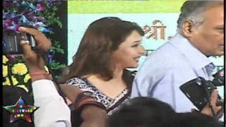 getlinkyoutube.com-Bollywood Actress Madhuri Dixit At Initiative Launch Of Virtual BMC School