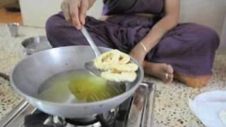 getlinkyoutube.com-Ammavin Samayal - Paccharisi Kai Murukku.m4v
