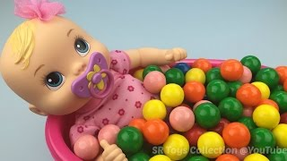 getlinkyoutube.com-Fun Learning Colours with Baby Alive Doll Bath In Gumballs Pretend Play for Children