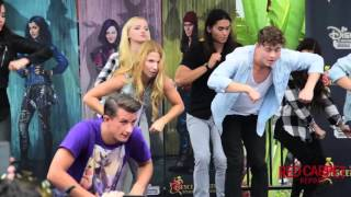 "getlinkyoutube.com-Cast of #Descendants How-To-Dance ""Set It Off"" Performance at Downtown Disney #DescendantsFanEvent"