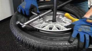 getlinkyoutube.com-Change a car tire on a No-Mar scratch proof tire changer