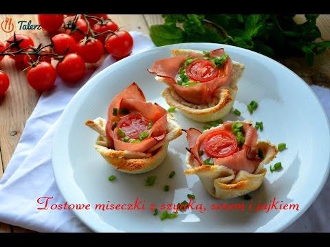 Tostowe miseczki z szynką, serem i jajkiem
