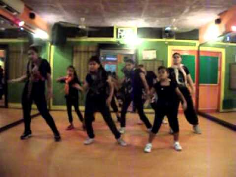 "desi boyz ""subha hone na de""Dance Performance by Step2Step Dance Studio,9888697158"