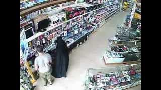 getlinkyoutube.com-Thief in Jeddah with Family