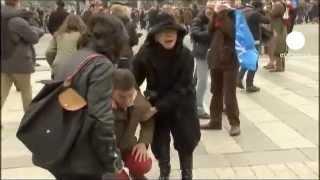 getlinkyoutube.com-Parigi. Degenera protesta contro matrimoni gay