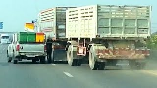 getlinkyoutube.com-Toyota Hilux vs Volvo Truck : Road Rage battle on a highway!