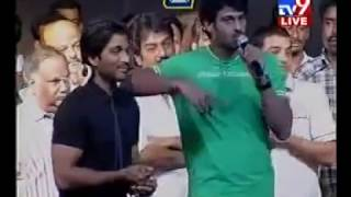 getlinkyoutube.com-Allu Arjun Teasing Prabhas Regarding Kajal at Arya 2   Watch It till the End