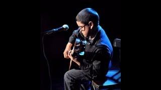 "getlinkyoutube.com-Niño tocando impresionante la guitarra ""Titanic"" My Heart Will go on"