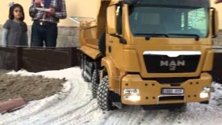 getlinkyoutube.com-Rc Man TGS 8x8 Scaleart in excavación